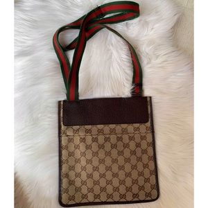 GUCCI SLING BAG EXCELLENT CONDITION